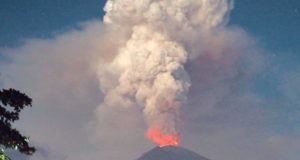 Bali, airport, flights, close, cancel, Mount Agung, volcano, airlines, travel, tourism, erupt, open, volcano tourism, report, study, danger, selfie, too close, Amy Donovan, Royal Geographical Society, risks, travel, University of Cambridge