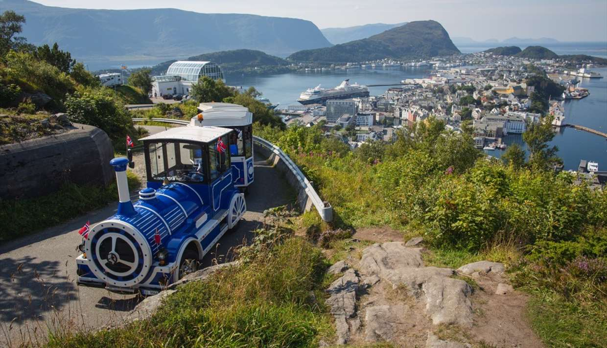 Ålesund, congestion, bus, cars, cruise, tourists, too many, overtourism, Norway, viewpoint, Aksla