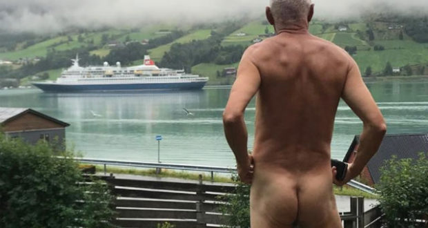 naked, protest, cruise, ships, fjords, social media, Instagram, photo, tourism, over-tourism
