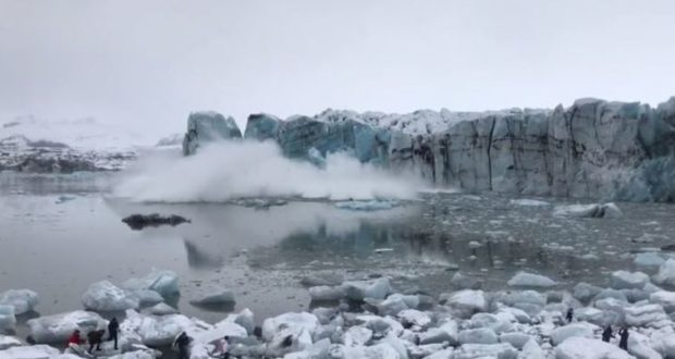 video, film, Iceland, glacier, calving, lagoon, ice, fall, wave, tsunami, tourists, escape, run, Ari Trausti Guðmundsson, Breiðamerkurjökull, danger, warn