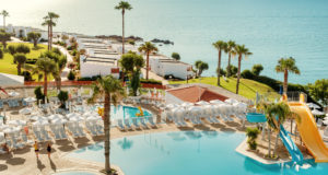 Sunwing, hotels, Thomas cook, tour operator, business, loss, half, interim, results, 2019, winter, Brexit, airline, broken up, parts, bid, holiday, Europe, climate